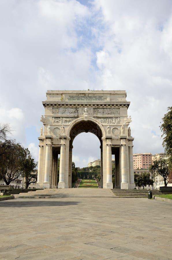 Della Vittoria - cuadrado de la plaza de la victoria en Génova con el arco del triunfo, Liguria, Italia fotos de archivo libres de regalías