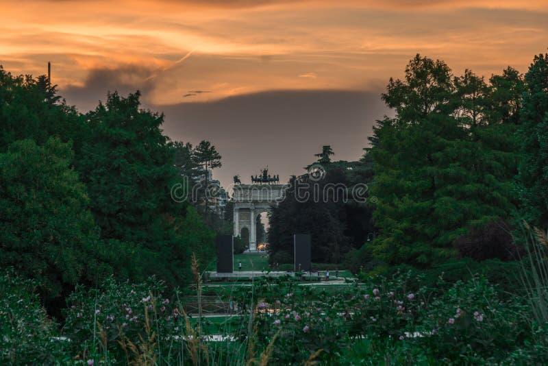 Dellatempo van Milaan arco bij zonsondergang royalty-vrije stock foto