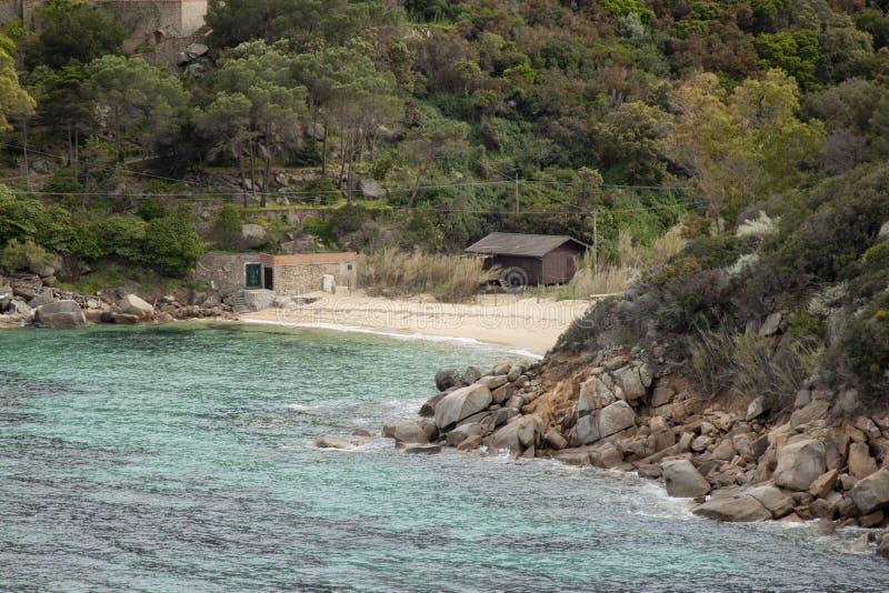 Delle Caldane Grosseto Itália de cala da ilha de Giglio fotografia de stock