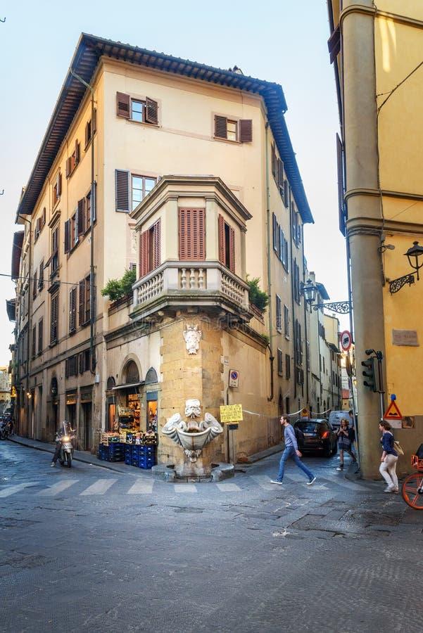 Dello Sprone de fontaine dans le quart d'Oltrarno à Florence l'Italie image libre de droits