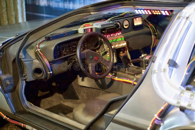 Delorean czasu maszyna od Z powrotem Przyszłościowy kierowcy siedzenie zdjęcia royalty free