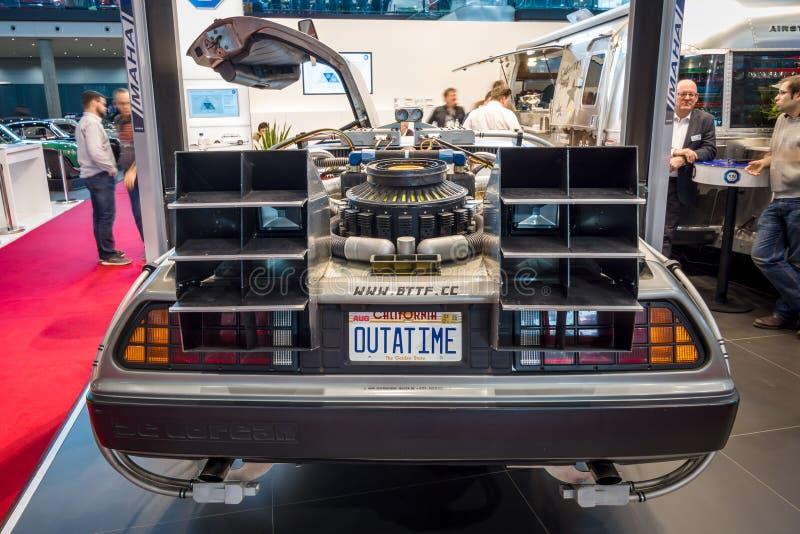 DeLorean czasu maszyna Przyszłościowy przywilej opierający się na DeLorean DMC-12 sportów samochodzie Z powrotem zdjęcia stock