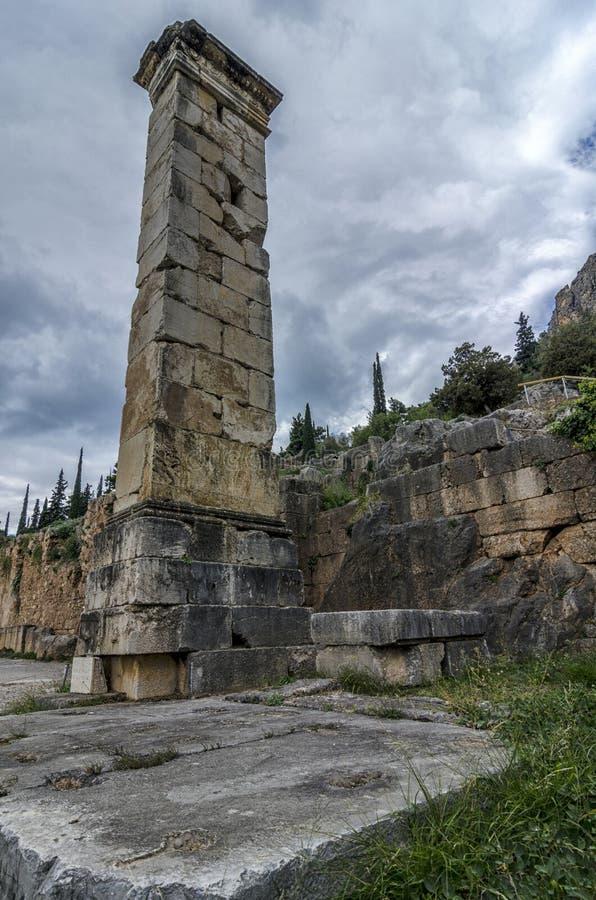 Delphes, Grèce Le pilier de Prusias II photographie stock libre de droits