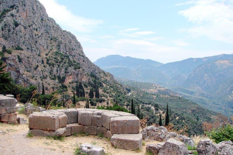 Delphi miasteczko Grecja 06 17 2014 Krajobraz natura skaliste góry blisko miasteczka Delphi w południe Grecja fotografia stock