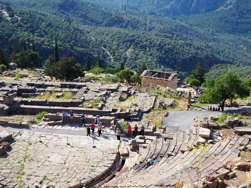 Delphi Theatre fristad av Apollo, montering Parnassus, Grekland arkivbild