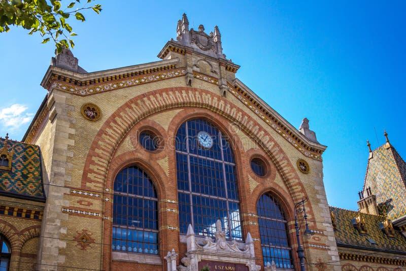 Delsikt av härlig gammal historisk central saluhallbyggnad i Budapest arkivfoton