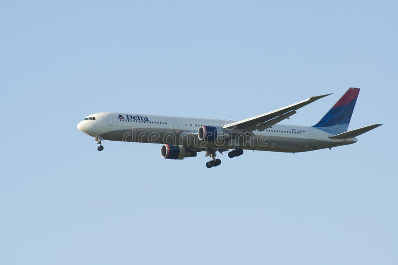 Download Delta Air Lines, Boeing 767 Editorial Stock Image - Image: 23692939