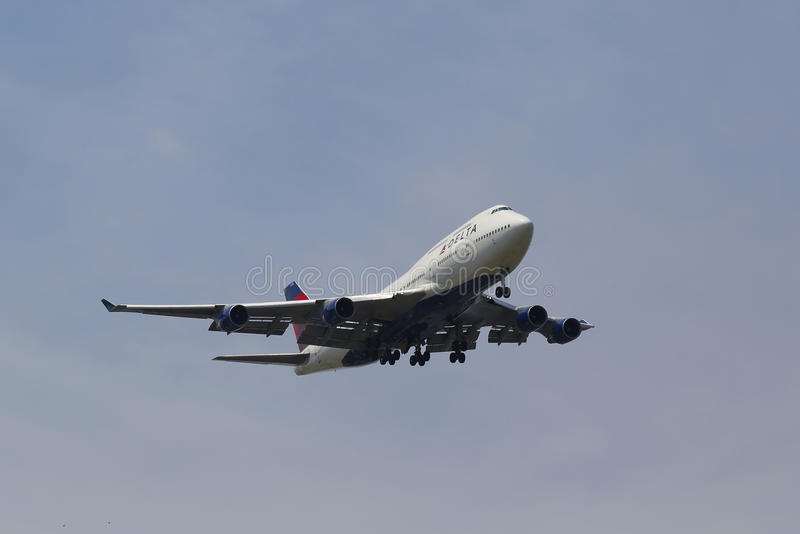 Delta Airline Boeing 747 in New York sky before landing at JFK Airport. NEW YORK -JULY 8: Delta Airline Boeing 747 in New York sky before landing at JFK Airport stock photos