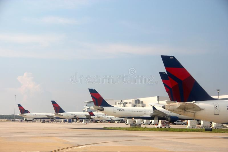 Delta Airlines на международном аэропорте Атланты стоковое фото