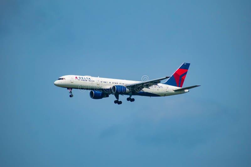 Delta Airlines, das von Orlando International Airport 3 abreist stockbild