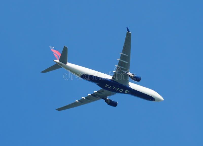 Delta Airlines-vliegtuig stock afbeelding