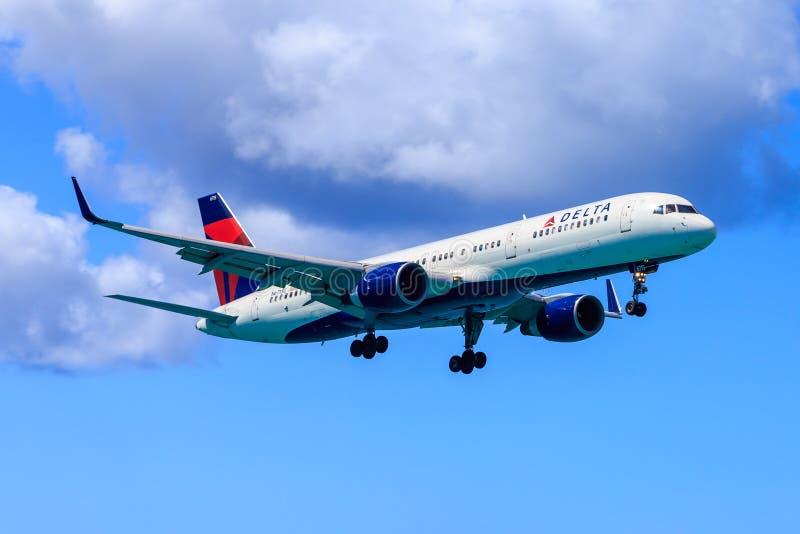 Delta Boeing 757 royaltyfri bild