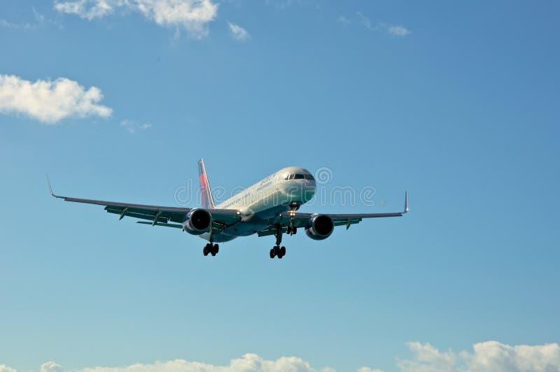 Delta Boeing 757 die landt royalty-vrije stock afbeeldingen