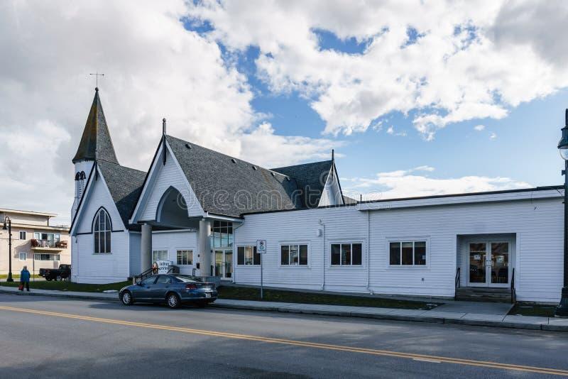 DELTA, CANADÁ - 24 de febrero de 2019: opinión de la calle del suburbio de la pequeña ciudad de Ladter del pueblo pesquero de Van imagenes de archivo