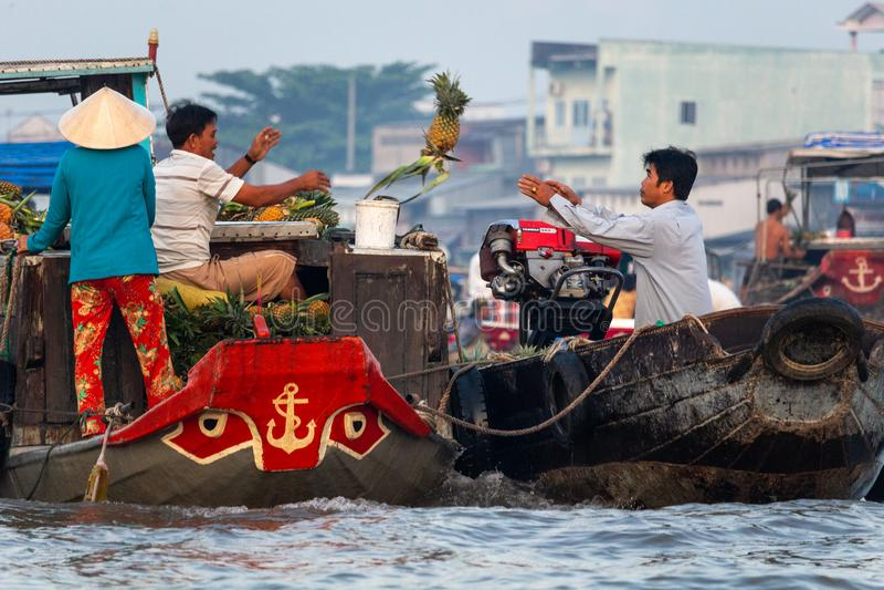 Delta de flutuação Vietname de Mekong River do mercado de Cai Rang imagens de stock royalty free