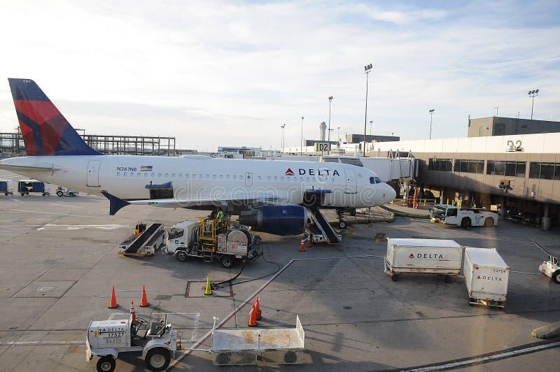 Deltaflyg på salksjöstaden Utah USA royaltyfria foton