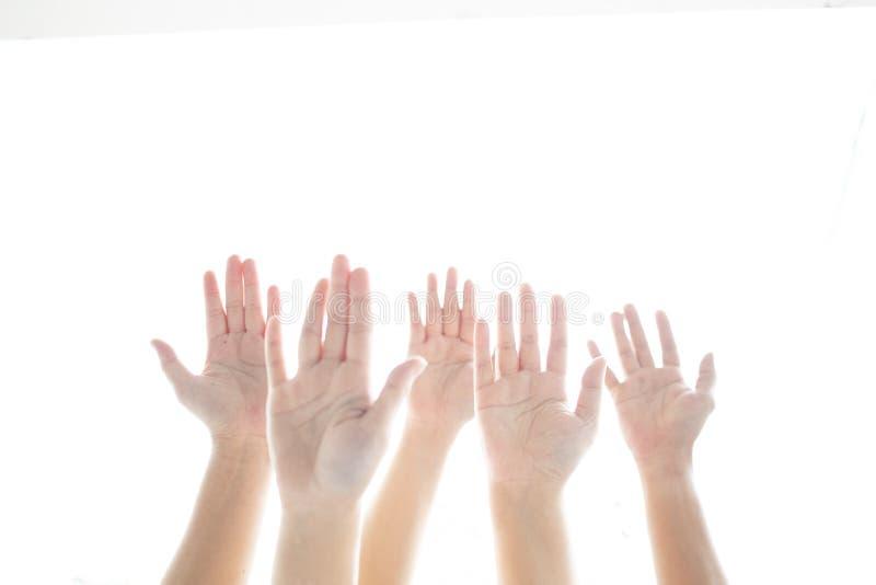 Deltagande för fem lyftande händer med isolerat vitt bakgrunds- och kopieringsutrymme royaltyfria bilder