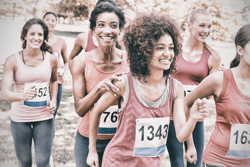Deltagare av bröstcancermaratonspring royaltyfria foton