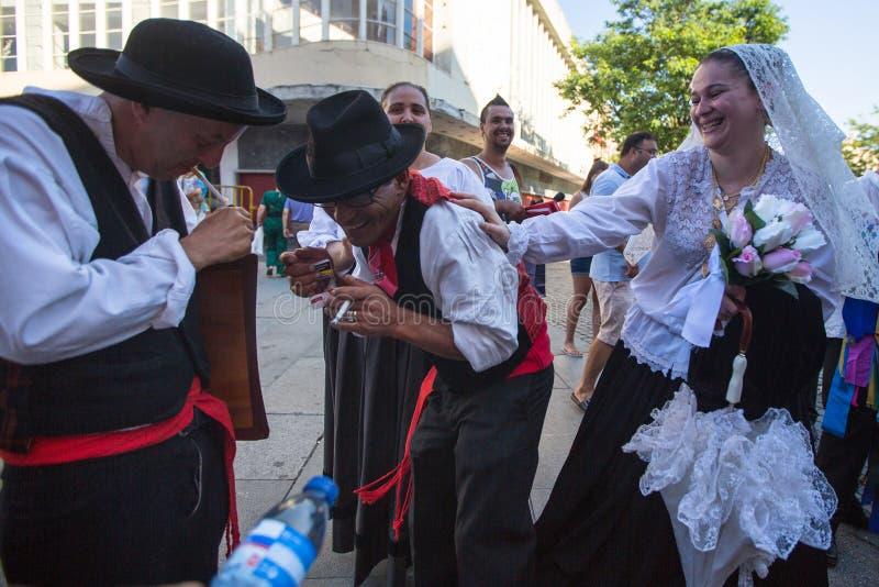 Deltagare av den Porto folklorefestivalen Festival de Folclore gör Orfeao gör Porto royaltyfri foto