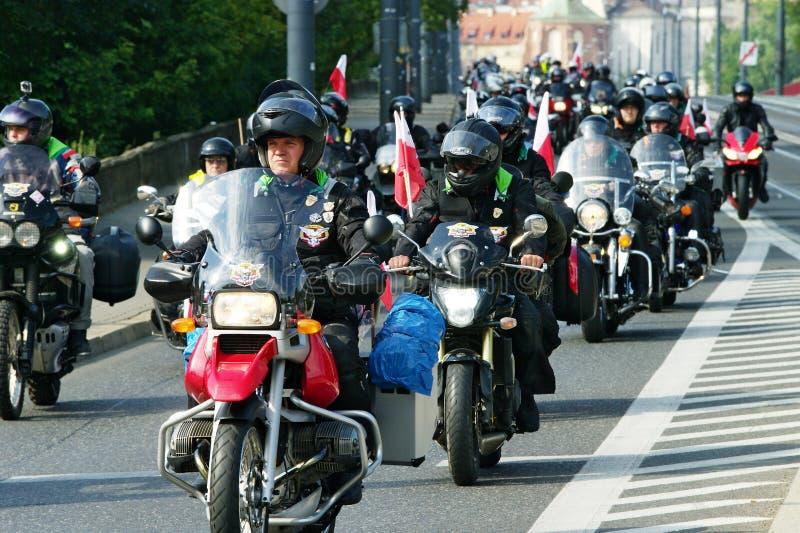 Deltagare av den 14th internationella motorcykeln Katyn samlar royaltyfri foto