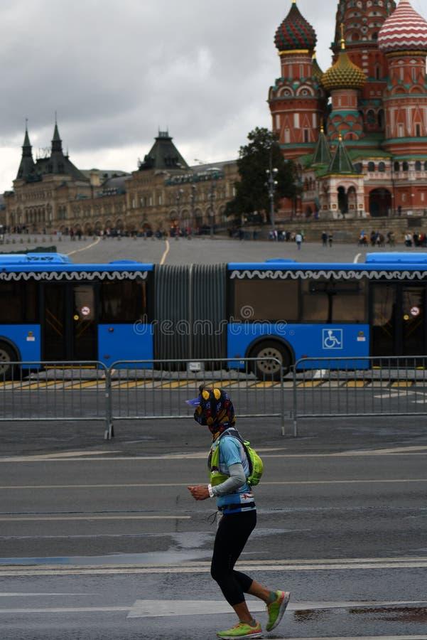 Deltagare av maraton för Moskva 6 royaltyfri fotografi