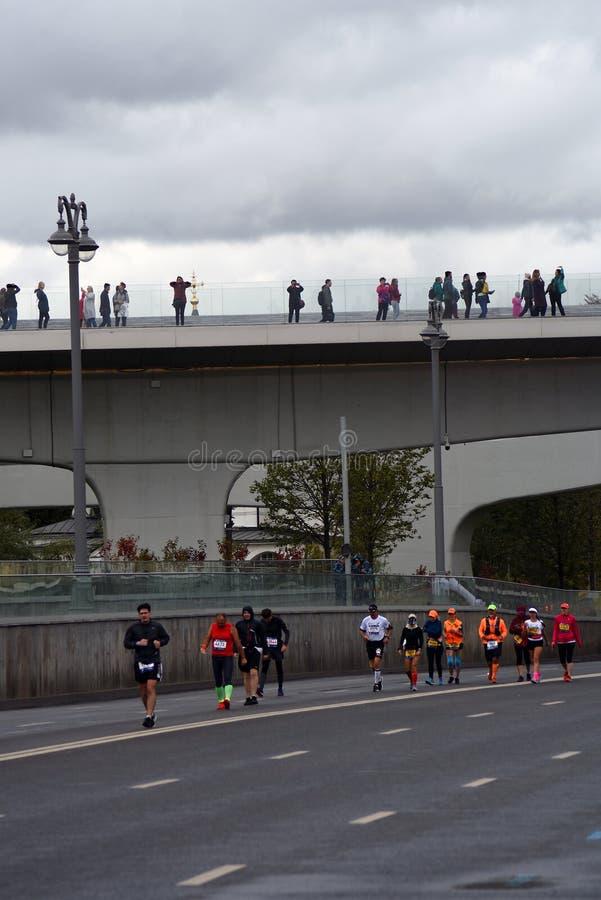 Deltagare av maraton för Moskva 6 arkivfoto