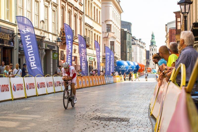 Deltagare av 72. turnerar de Pologne som cyklar det 7th etapploppet royaltyfri bild