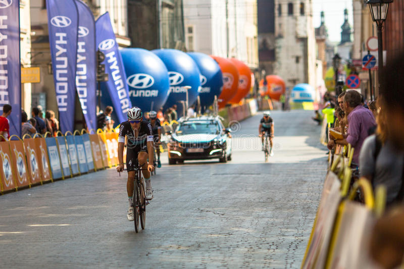 Deltagare av 72. turnerar de Pologne som cyklar det 7th etapploppet royaltyfria bilder