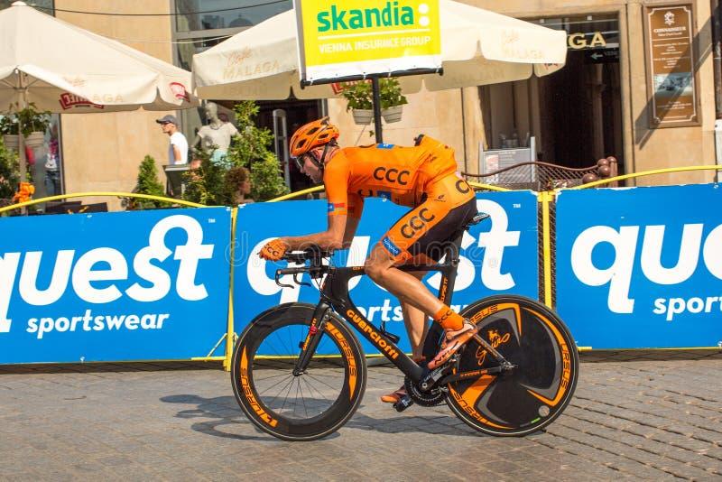 Deltagare av 72. turnerar de Pologne som cyklar det 7th etapploppet arkivbild