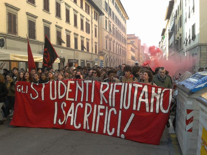 Deltagare i en manifestation i Florence, italy royaltyfri fotografi