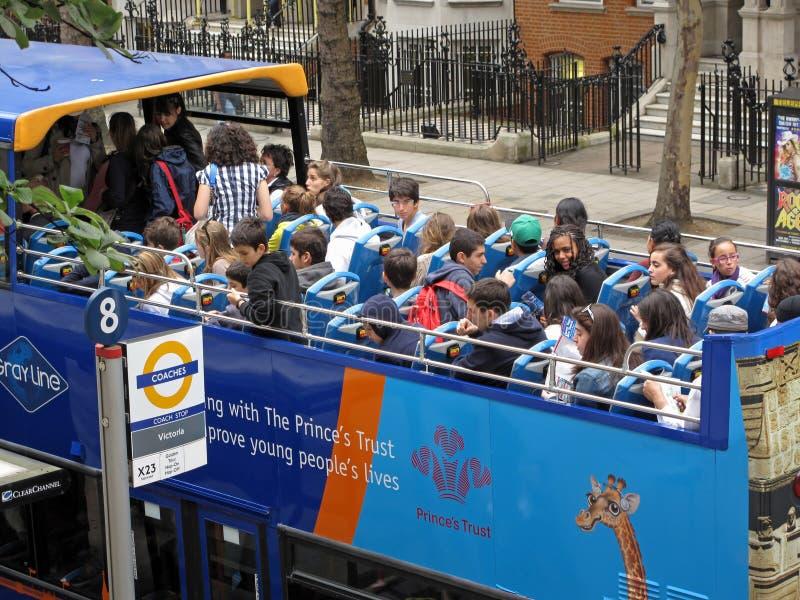 Deltagare på sight turnerar bussen arkivbilder