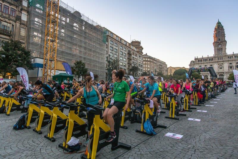 Deltagare Porto är i bra form Detta program tar sporten till gatan som ger sportanimering royaltyfria foton