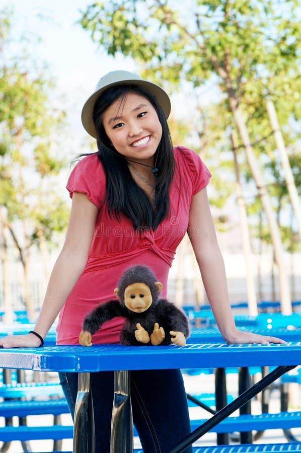 deltagaren för universitetsområdelunchskolan tables teen royaltyfri fotografi