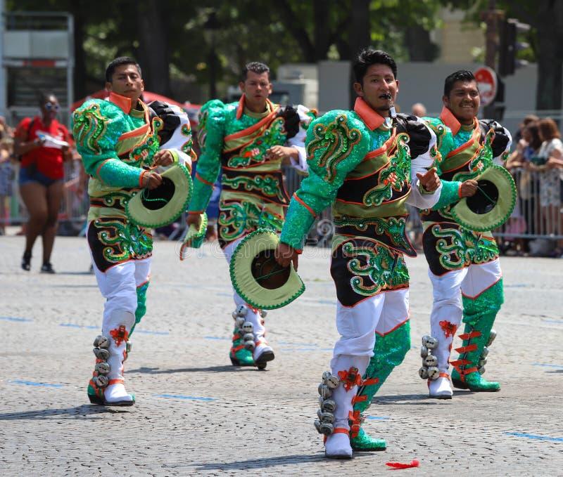 Deltagarna av den tropiska karnevalet 2018 i Paris, Frankrike Över 4.000 dansare och dussin flöten från runt om royaltyfria foton