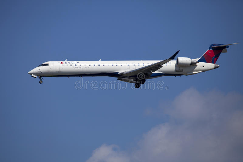 Deltaluchtvaartlijnpassagier straalcanadair Regionale Straalcrj900 royalty-vrije stock foto's