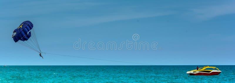 Deltaplaning in Turkije stock fotografie