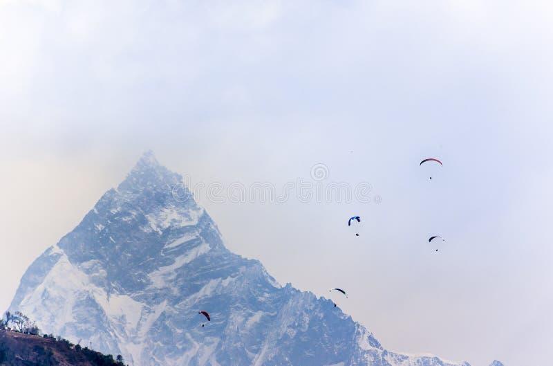 Deltaplano nel Nepal immagine stock libera da diritti