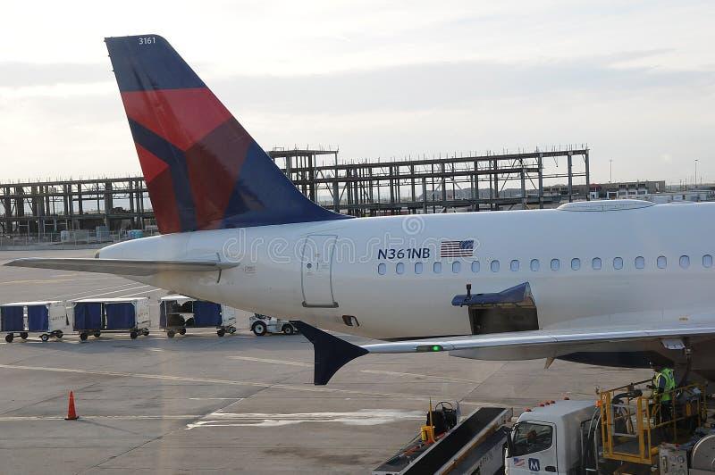 Deltavlucht bij de stad Utah de V.S. van het salkmeer royalty-vrije stock afbeelding