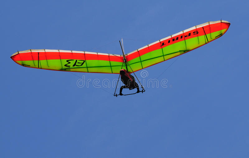 Deltawing vola sopra immagini stock