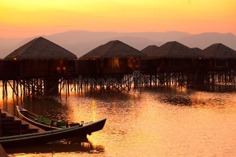 Deluxes Hotel auf Inle See, Myanmar lizenzfreie stockfotografie