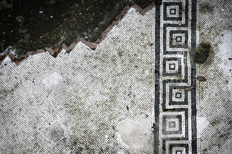 Delvis förstörd golvmosaik från Pompei royaltyfri fotografi