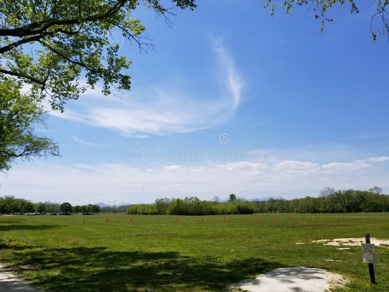 Delvis molnig himmel royaltyfri fotografi