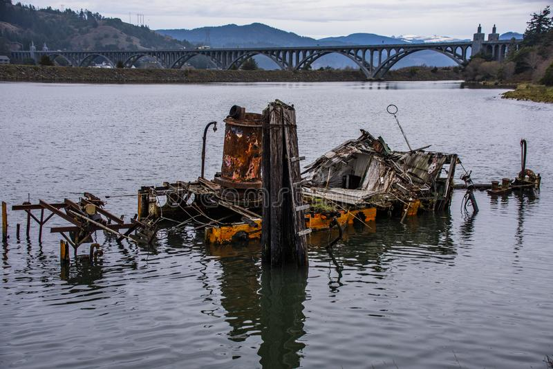 Delvist sjunkna historiska Hume Steamer Boat royaltyfri foto