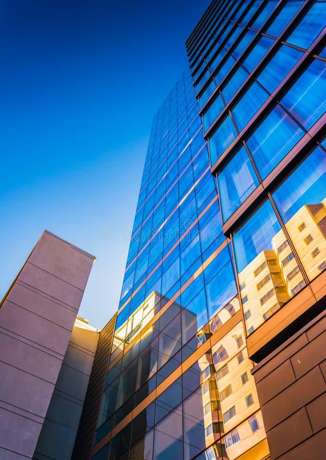 dem modernen WSFS-Bankgebäude in im Stadtzentrum gelegenem Wilmingt oben betrachten stockbilder