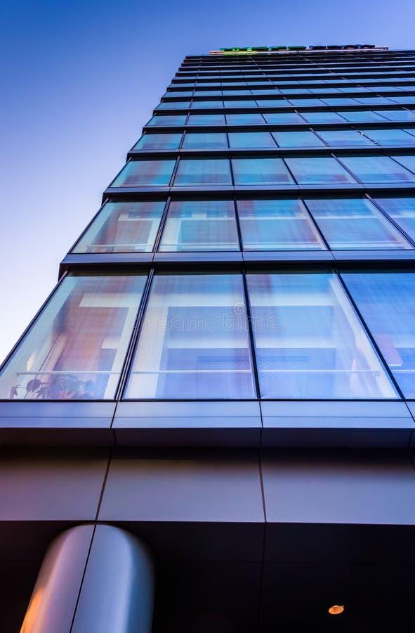 dem WSFS-Bankgebäude in im Stadtzentrum gelegenem Wilmington oben betrachten, Del stockbild