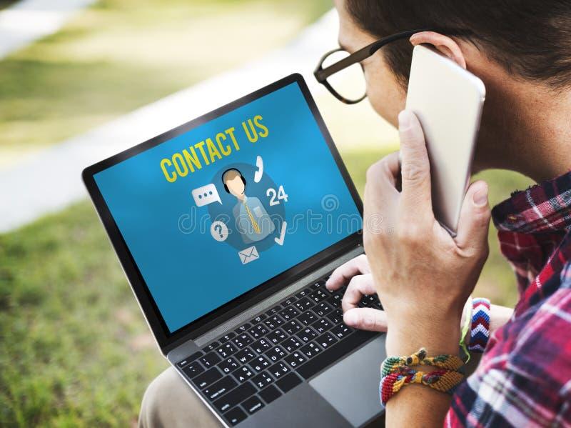 Demandez-nous d'acheter en ligne consultent le concept de support à la clientèle de contactez-nous images libres de droits