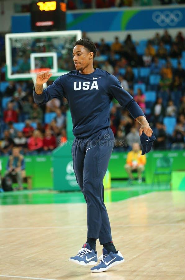 DeMar DeRozan drużynowy Stany Zjednoczone grże up dla grupy A koszykówki dopasowania między Drużynowym usa i Australia Rio 2016 zdjęcie stock