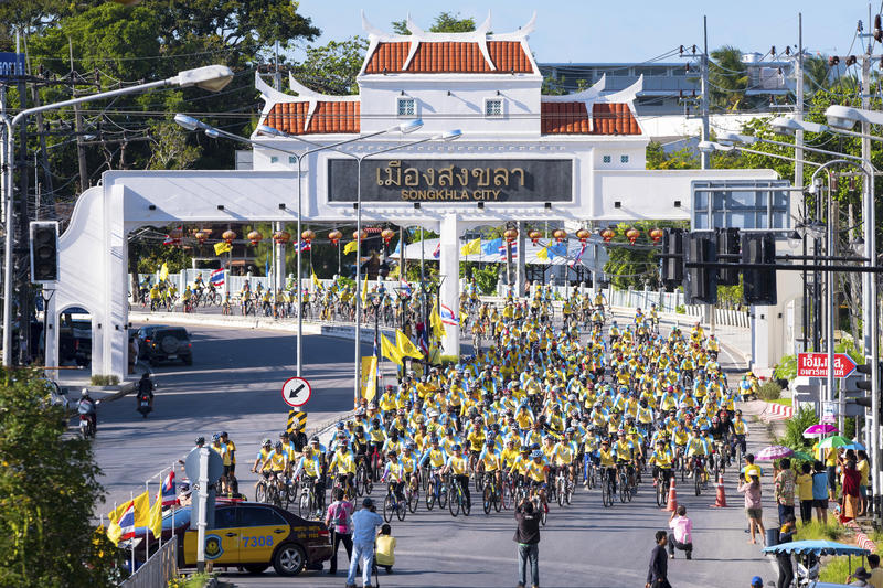 11 demember 2015 `Bike For Dad` is a cycling event to celebrate the 88th birthday anniversary fo his majesty king bhumibol at song. Khla thailand royalty free stock photos