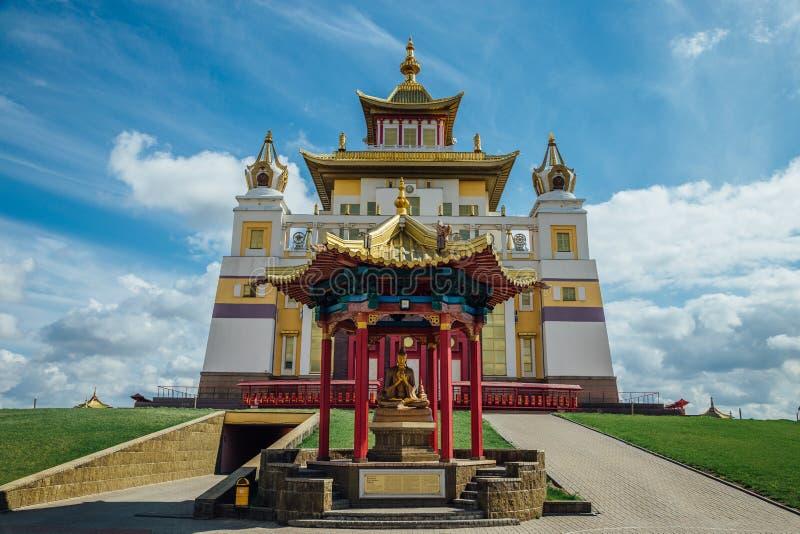 Demeure d'or de temple bouddhiste de Bouddha Shakyamuni dans Elista, République de la Kalmoukie, Russie image libre de droits