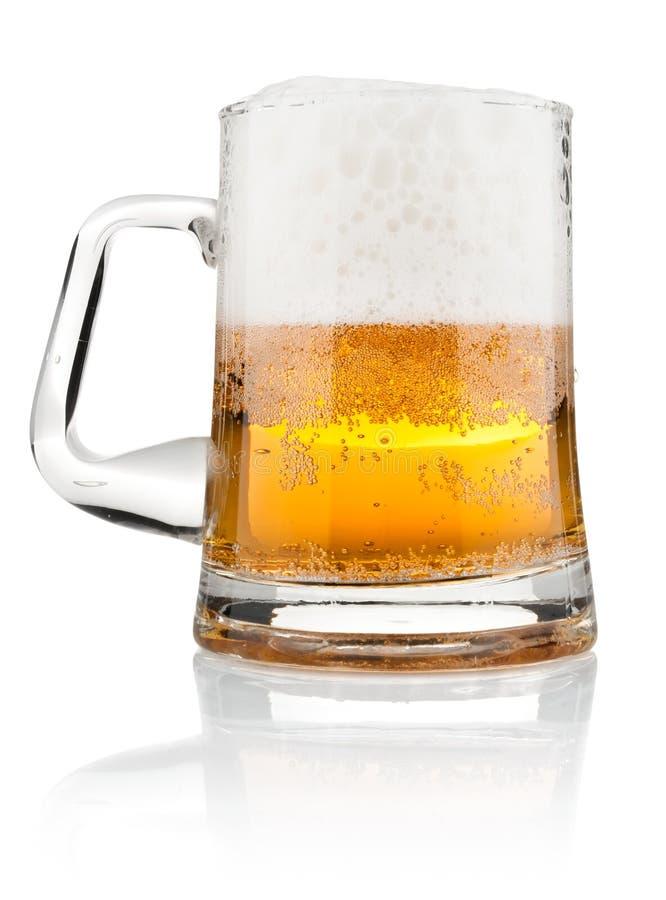 Demi de bière de tasse avec la mousse photos stock